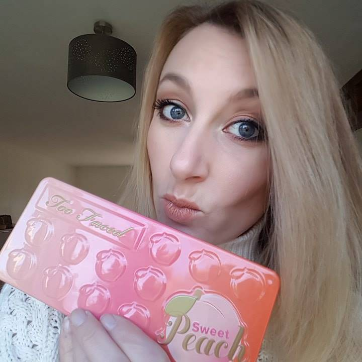 maquillage réalisé avec la palette Sweet Peach de Too Faced
