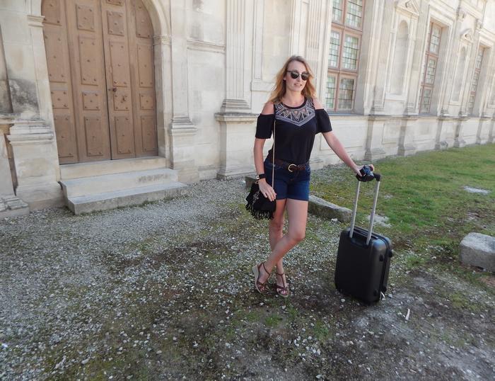 Look de vacances d'été ethnique et conseils pour alléger sa valise tout en ayant des tenues stylées