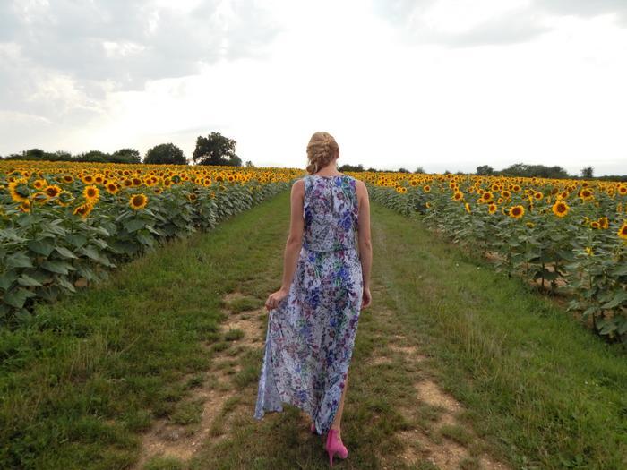look estival avec la pièce tendance du moment: la robe longue fleurie
