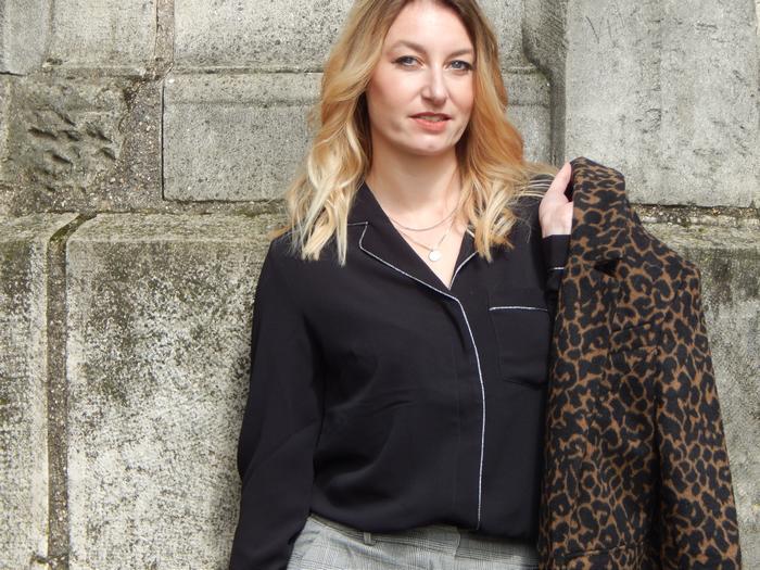 look automnal casual mix d'imprimés léopard et prince de galles et chemise pyjama Grain de Malice