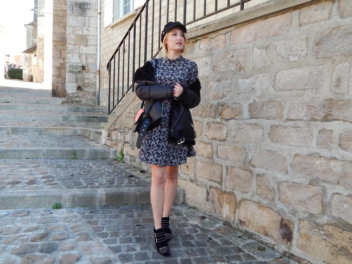 look d'automne tendance avec une veste bombardier