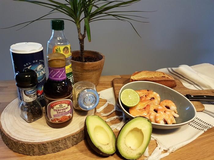 Recette: Toast avocat-crevettes et sauce Kikkoman à l'ail confit