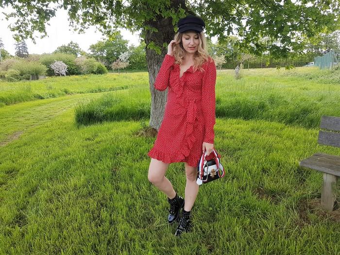 j'ai enfin trouvé ma robe rouge à pois parfaite!