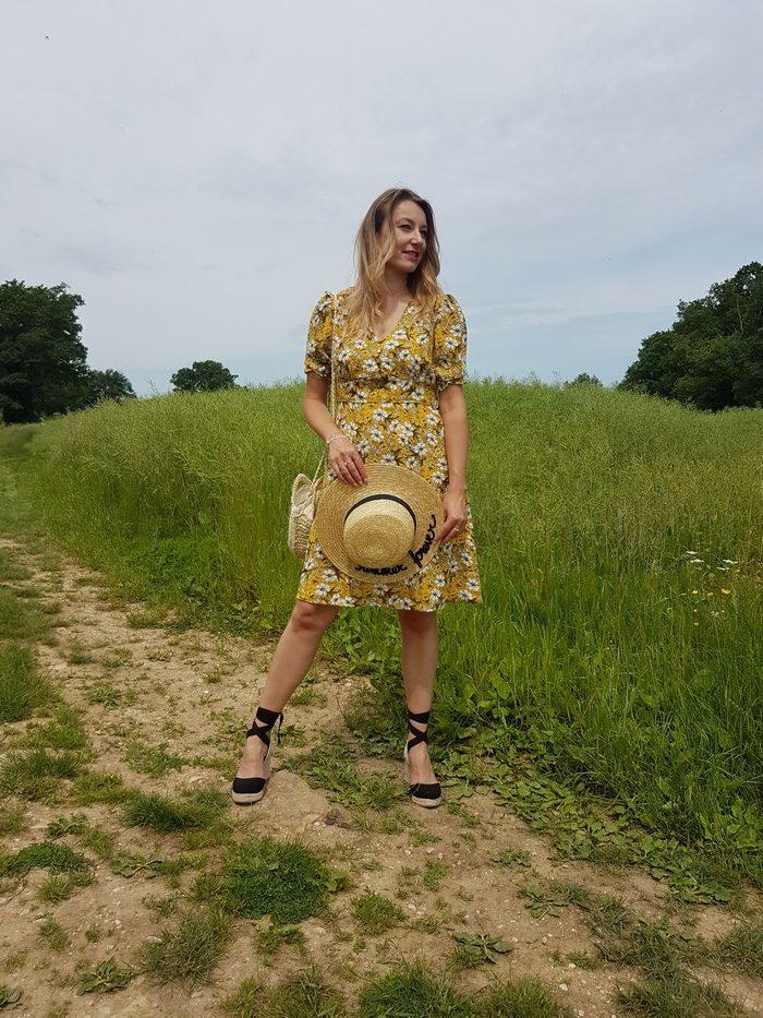 look été 2018 robe fleurie chapeau de paille
