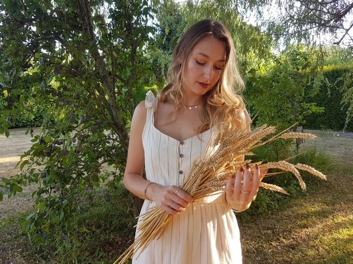 Tendance robe d'été rétro – petits boutons et fines rayures