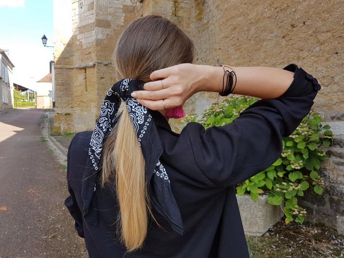 tendance foulard dans les cheveux