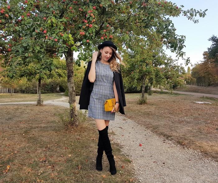 Chapeau melon et cuissardes de (faux) cuir!