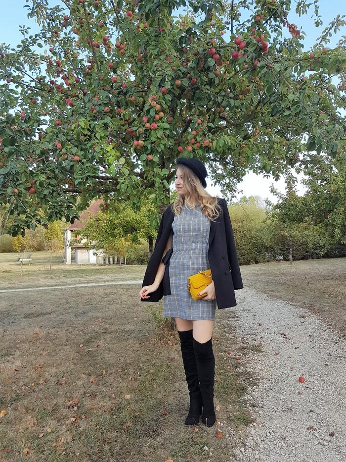 look automne chapeau melon imprimé prince de galles et cuissardes