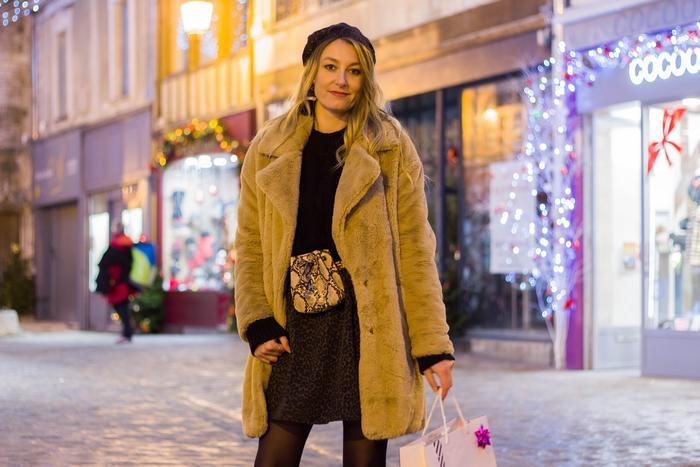 Look d'hiver: le manteau fausse fourrure