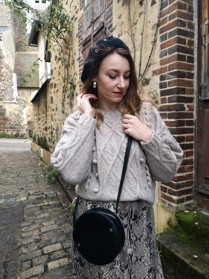 jupe python et gros pull d'hiver