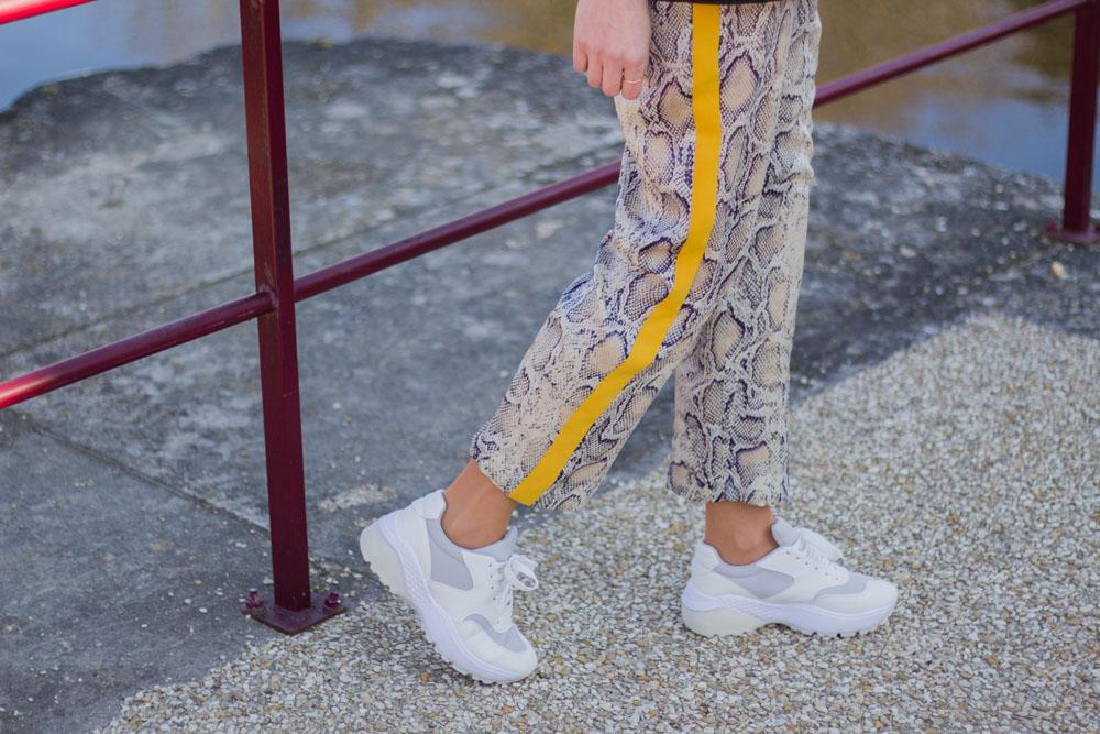pantalon python et ugly sneakers