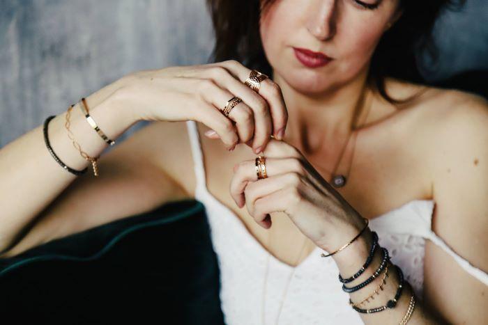 Accumuler les bijoux