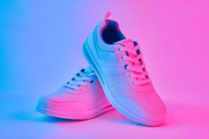 Comment porter les chaussures fluo ou brillantes ?